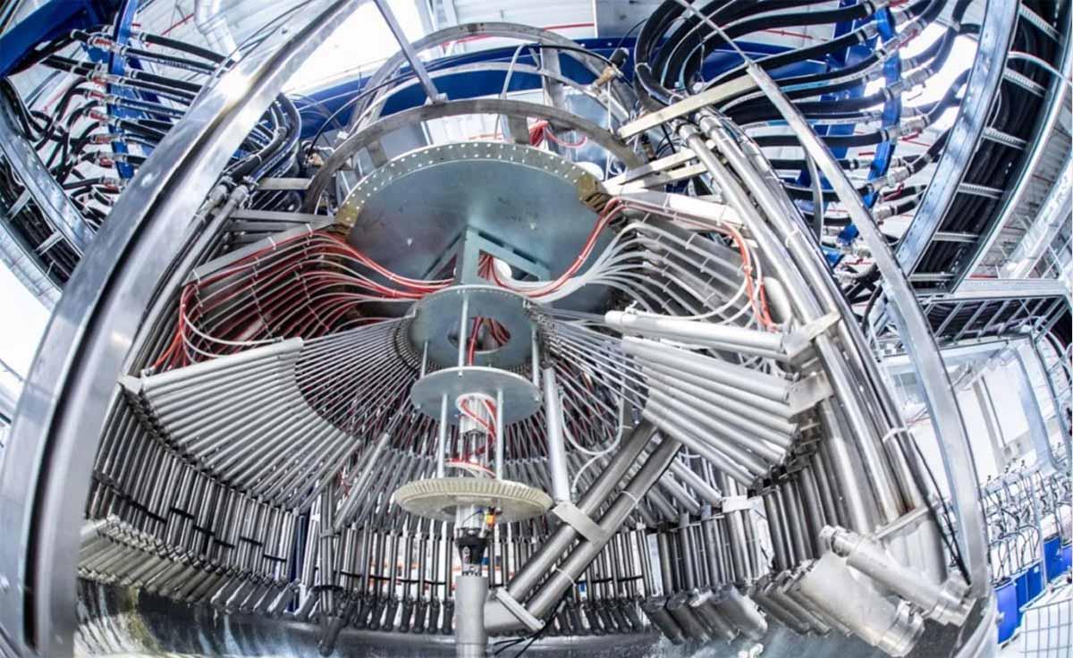 Диссольвер на заводе hubergroup
